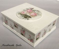 Decoupage Tutorial, Decoupage Box, Decoupage Vintage, Doll Tutorial, Cigar Box Crafts, Diy And Crafts, Paper Crafts, Pretty Box, Altered Boxes