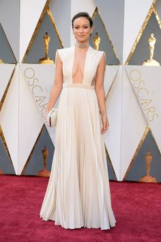 Pin for Later: Seht alle Stars auf dem roten Teppich der Oscars Olivia Wilde in Valentino Haute Couture