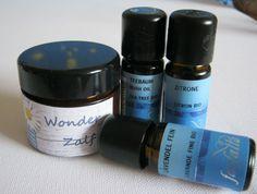 Wonderzalf: Kokosolie/Olijfolie/Bijenwas/Vit. E (Lavendel/citroen/tea tree olie), zelf nog toegevoegd pepermuntolie, honing