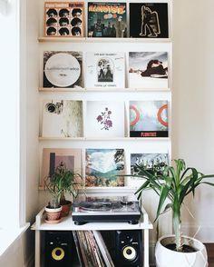 32 Trendy Home Studio Music Ideas Shelves Retro Room, Vintage Room, Retro Vintage, Room Ideas Bedroom, Bedroom Decor, Music Bedroom, Music Rooms, Bedroom Wall, Aesthetic Room Decor