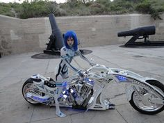 sick chopper and great cosplay Futuristic Motorcycle, Motorcycle Bike, Custom Street Bikes, Custom Bikes, Custom Choppers, Motard Sexy, Motos Harley Davidson, Cool Motorcycles, Hot Bikes
