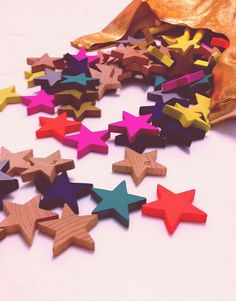 Paint wooden stars in neon colors and display them in a clear glass jar. Holiday Countdown, Wooden Stars, Rainbow Brite, Pink Nation, Love Stars, Shape And Form, Pink Summer, Color Of Life, Little Star