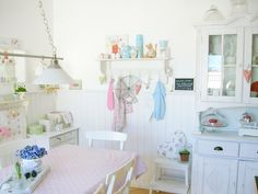 A Pastel Cottage Home - Heart Handmade uk Cottage Kitchens, Cottage Homes, Home Kitchens, Country Kitchens, Cosy Kitchen, Kitchen Dinning Room, Kitchen Redo, Kitchen Stuff, Dining Rooms