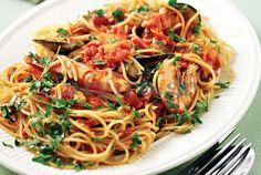 Καλοκαιρινή θαλασσινή μακαρονάδα Greek Meze, Greek Fish, Seafood Salad, Summer Dishes, Food Categories, Mediterranean Recipes, What To Cook, Greek Recipes, Food To Make