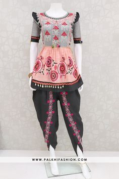 Indian Fashion Dresses, Indian Designer Outfits, Indian Outfits, Fashion Outfits, Womens Fashion, Fashion Fashion, Patiala Suit Designs, Kurta Designs, Blouse Designs