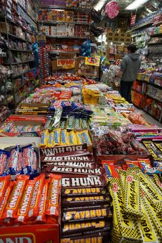 Economy Candy: Photo Tour of a Real Old School New York City Shop - Souvenir Finder Go To New York, Map Of New York, New York Travel, New York City, Nyc With Kids, Travel With Kids, Family Travel, Old School Candy, Travel