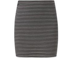 Opt for all over stripes with this tube skirt paired with the matching high neckt op - add black block heel ankle boots to complete the look.- Matching top available- All over stripe print-  Slim fit- Soft cotton blend- Skirt length: 17
