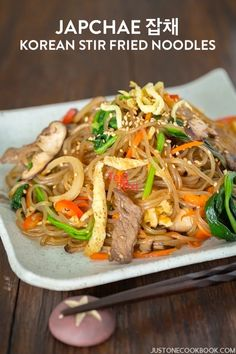 Japchae 잡채 (Korean Stir Fried Noodles) – Have you tried Japchae (Korean sweet potato noodles stir fried with vegetables and meat)? This recipe will show you how easy it is to cook up this beloved Korean noodle dish at home! Korean Side Dishes, Easy Japanese Recipes, Asian Recipes, Ethnic Recipes, Asian Foods, Easy Recipes, Korean Sweet Potato Noodles, Recipes With Korean Noodles, Mi Xao