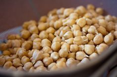 Could your diet be making you sick? Certain immune boosting foods can help you stay healthy this season! You might be surprised to find what you're missing. Healthy Beans, Healthy Snacks, Healthy Eating, Diet Recipes, Cooking Recipes, Healthy Recipes, Chickpeas Nutrition, Keeping Healthy, Health Diet
