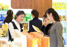 인기를 끄는 강냉이제품들 -금옥강냉이제품전시장에서-4