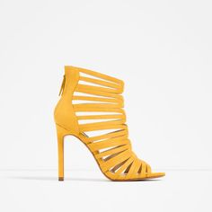 Image 1 of CAGE-STYLE STRAPPY SANDALS from Zara