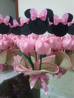 Feito em juta, tulipas de tecido 100% algodão, personagem em EVA.  Várias opções de cores e personagens.  Pode ser usado também como lembrancinhas .  Frete via PAC ou SEDEX com desconto.