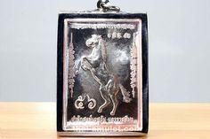Rian Pamm Phim Ruup Muean Tem Ong Nuea Ngern Pasom Sonderserien Amulett des ehrwürdigen Kruba Kritsana Intawano, Abt des Wat Pah Mahawan, vom 01.08.2553 (2010). Dieses Amulett stammt aus einer Sonderserie die es nicht käuflich zu erwerben gibt, das Amulett wird ausschließlich von Kruba Kritsana persönlich vergeben!