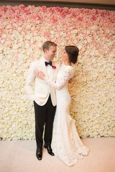 20 Stunning Wedding Flower Wall Ideas is part of Flower wall wedding - And it's not just the traditional flower wall we love! We've seen so many different takes on flower installations and walls that have left us speechless Flower Wall Wedding, Wedding Flower Guide, Wedding Cake Fresh Flowers, Garden Wedding, Wedding Lavender, Rose Wedding, Wedding Bouquet, Wedding Ceremony Decorations, Wedding Centerpieces