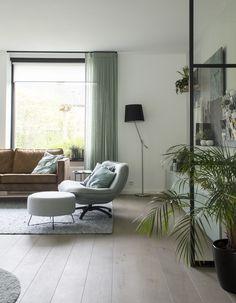 HOME MADE BY_STIJL BINNENKIJKER | STYLIST INGRID | WOONKAMER | INSPIRATIE | SFEERVOL | INTERIEUR TRENDS | TIJDLOOS | STOEL | LAMP | GORDIJNEN | GORDIJNEN