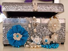 Romantic Pearls: Elegante, Romántico y Vintage. Handmade necklaces of cultured pearls. Collares de perlas cultivadas.