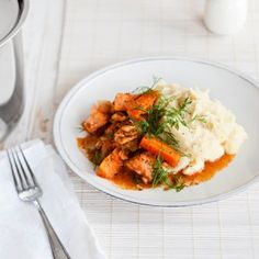 Tomaattinen lohikastike on helppo, mutta juhlava ruoka. Risotto, Curry, Fish, Ethnic Recipes, Curries