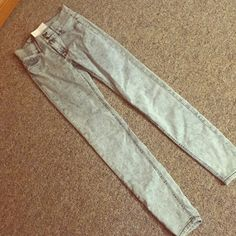 New York&Company jeans Brand new size 0 New York&Company skinny jeans! These are a beautiful color and they are high waisted with a jegging feel! Amazing jeans, they just don't fit me, I'm a 00! I hope you guys like these jeans!😊😊😊 PINK Victoria's Secret Jeans Skinny