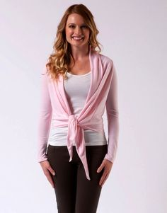 The effortless styling of this refreshingly simple, breezy asymmetric hem cardigan, sculpted in an airy Poly/Linen blend, offers exceptional drape-ability and versatility.