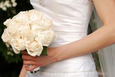 bouquet-di-rose-bianche-a-gamdo-medio_b.