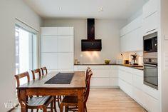 Sisustus - Keittiö - Moderni Rustic Kitchen, Country Style, Kitchen Inspiration, Kitchen Ideas, Table, Furniture, Kitchens, Home Decor, Dreams