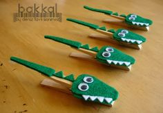 Crocodile shaped handmade felt clothes pins made to von bakkal - Wooden Crafts Kids Crafts, Felt Crafts, Craft Projects, Clothespin Crafts, Craft Ideas, Preschool Crafts, Wooden Crafts, Diy Ideas, Art Crocodile