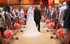 decoração casamento com bolas de flores na igreja - Pesquisa Google