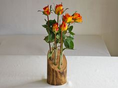 Holz-Vase mit 6 kleinen Reagenzgläsern im Treibholzsockel: Ein wunderschöner Anblick durch die herrlich ausgeprägte Maserung des Holzes, die durch das Schwimmen im Meer entstanden ist. Treibhölzer...