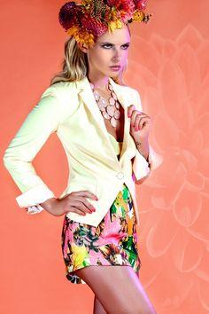 Lenka Schlawinsky Photography Düsseldorf - Fashion fashion fashionphotography floralcrown flowers hotpants
