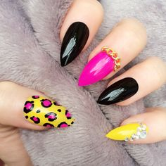 Doobys Thumb Middle Pinkie - Black Yellow & Pink Leopard Print - 24 Hand Painted Nails Stiletto Nails