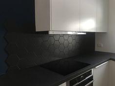 #backsplash #backsplashtile  #hexagon #hexagontiles #kitchen #kjøkken #hthkjøkken #hthnorge #blacktile