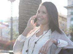 Könntest Du die Stimme der Frau hören, wüsstest Du wahrscheinlich sofort, ob sie gerade mit ihrem Freund oder aber ihrer besten Freundin telefoniert.