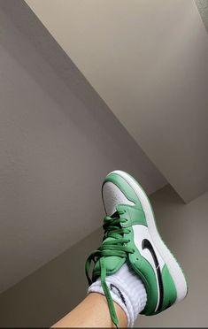 Cute Sneakers, Sneakers Mode, Sneakers Fashion, Shoes Sneakers, Green Sneakers, Sneakers Nike Jordan, Sneaker Heels, 80s Fashion, Fashion Shoes