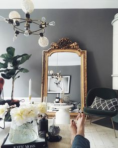 Se det här fotot av @linneklund på Instagram • 604 gilla-markeringar Salon Chic, Decor Interior Design, Room Interior, Interior Decorating, Home Decor Inspiration, Interior Design Inspiration, Living Room Inspiration, Deco Baroque, Parisian Apartment
