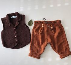 No photo description available. Boho Shorts, Lace Shorts, Casual Shorts, Baby Outfits, Toddler Outfits, Baby Mine, Baby Knitting Patterns, Baby Dress, Videos