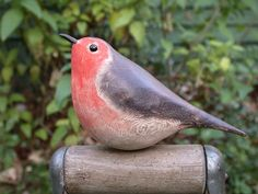 wooden robin, just want to touch it. Clay Birds, Ceramic Birds, Ceramic Animals, Clay Animals, Ceramic Art, Pottery Sculpture, Bird Sculpture, Sculpture Ideas, Pottery Animals