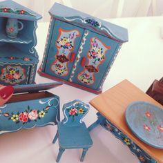 FYI - 1930's wooden Dora Kuhn vintage dolls house furniture