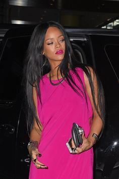 Rihanna sizzles in hot pink dress and it makes us want to be her Moda Rihanna, Rihanna Mode, Rihanna Style, Rihanna Fenty, Rihanna Outfits, Hot Pink Dresses, Pink Outfits, Looks Rihanna, Models
