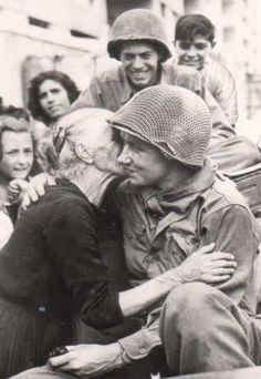 war kiss in Italy