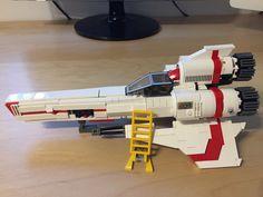 Kampfstern Galactica, Battlestar Galactica, Lego Design, Make Design, Lego Tv, Lego Universe, Star Wars Bedroom, Super Cool Stuff, Lego Ship