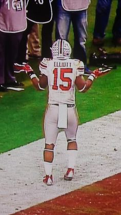 Fiesta Bowl 2016 Zeke's tribute to Joey Bosa ¯_(ツ)_/¯ The bosa Shrug! Good luck in the NFL boys!! <3