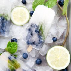 Get your booze on with these thirst-quenching Blueberry Mojito Popsicles! Get your booze on with these thirst-quenching Blueberry Mojito Popsicles! Frozen Desserts, Frozen Treats, Gelato, Broma Bakery, Blueberry Mojito, Homemade Popsicles, Mojito Recipe, Ice Pops, Summer Treats