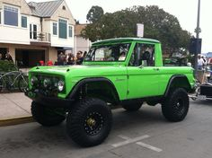 Bronco. Yup. Bronco. If O.J. would've had this Bronco, he would've gotten away.