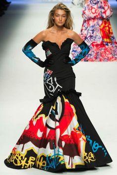 Moschino - afsluiting - Catwalk Queen: Gigi Hadid - Fashion Week - Fashion