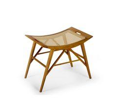 Banco Kyoto | 64Lx40Px50H. Design Pedro Mendes. Com estrutura em madeira maciça de acabamento natural, e assento em palhinha tramada á mão, tonalidade natural.