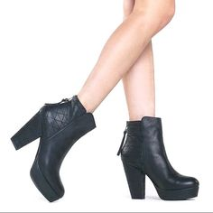 """Steve Madden """"Roadruna"""" boots Fun black boots with back zipper closure. Quilted pattern accents around the ankle. Gently used. Steve Madden Shoes Ankle Boots & Booties"""