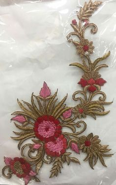 Zardosi Embroidery, Hand Work Embroidery, Hand Embroidery Designs, Beaded Embroidery, Embroidery Stitches, Embroidery Patterns, Machine Embroidery, Hand Work Design, Gold Work