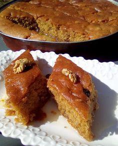 Καρυδόπιτα !!!! ~ ΜΑΓΕΙΡΙΚΗ ΚΑΙ ΣΥΝΤΑΓΕΣ 2 Greek Sweets, Greek Desserts, Greek Recipes, Baking Recipes, Cake Recipes, Torte Cake, Greek Cooking, Greek Dishes, Sweets Cake
