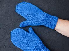 Lapanen aukkopeukalolla lapselle tai aikuiselle Everyday Items, Handicraft, Fingerless Gloves, Arm Warmers, Mittens, Hand Knitting, Diy And Crafts, Knit Crochet, Sewing