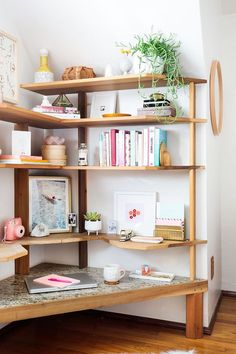 Cool Corner - A Maximalist's Survival Guide To Small Space Living - Photos (Cool Furniture Small Spaces) Small Space Living, Small Spaces, Living Spaces, Small Space Bedroom, Living Rooms, Tumblr Room Inspiration, Interior Inspiration, Floor Desk, Floor Shelf